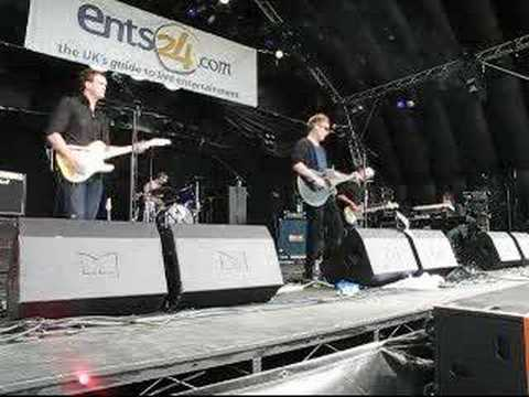 Swans by Unkle Bob live at Guilfest July 2007
