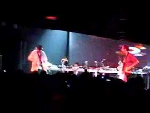 "DJ Shadow + Cut Chemist play Metallica`s ""One"""