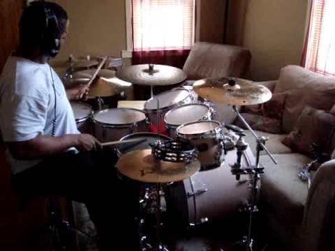 Warren Wolf sheddin` on the drums