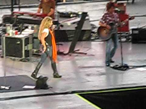 "Heidi NewField from Trick Pony singing ""Pour Me"" at the Kentucky State Fair"