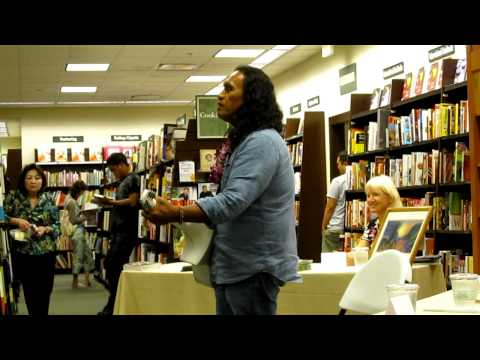 "Henry Kapono ""Dreams"" Live Acoustic at Barnes & Noble"