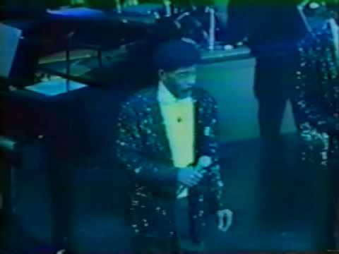 Funny Herb Reed of the Platters Lip Syncs while Performing Live On A Cruise Ship!