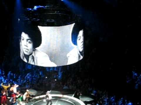 MADONNA STICKY & SWEET TOUR 09 - HOLIDAY + MJ TRIBUTE - LONDON O2 - 04.07.09