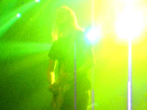 Alice in Chains- Them Bones (live) Holiday Havoc 2009