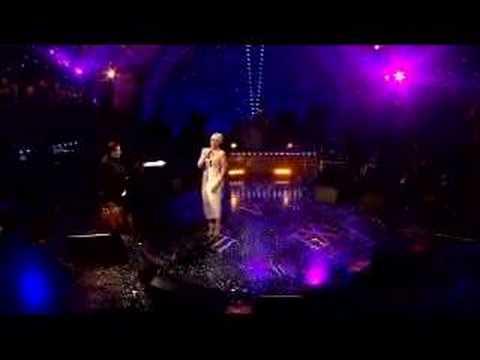 """Kylie Minogue """"I Should Be So Lucky"""": Jools` Hootenanny 2007"""