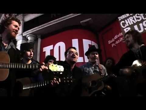 Bono (U2) Glen Hansard, Damien Rice, Mundy, Grafton St Dublin Simon Comunity Chirstmas Busking 2009