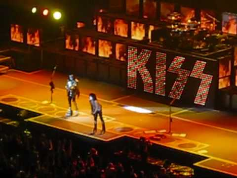 Kiss Hotter than Hell Gene simmons blows fire Calgary Nov 12,09