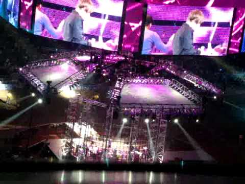 One Less Lonely Girl; Justin Sings to Fan/ Houston Rodeo