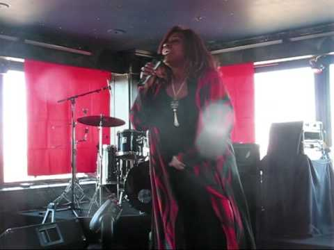 "Gloria Gaynor talks about, and sings, her disco classic ""I Will Survive"" in Houston - Jan. 2009"