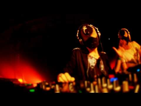BLOODY BEETROOTS @ I LOVE TECHNO 2009 - BOYS NOIZE - DRUMMER (BOBERMANN REMIX)