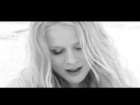 Ilse DeLange - Beautiful Distraction (official video)