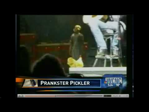 Kellie Pickler Prankster & Brad Paisley`s Payback. Next?