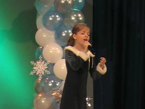 Ave Maria (Bach) jackie evancho`s 2009 performance