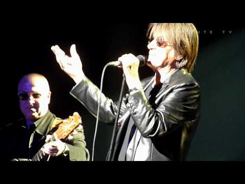 "Jacques Dutronc ""Il est 5 heures, Paris s`veille"" @ Zenith Nantes 2010.01.29 HD"