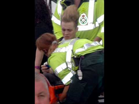 Jedward breaks leg live at T4