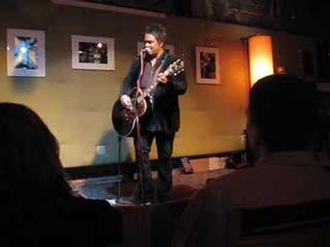 "Jeffrey Gaines ""Love Disappears"" Live"