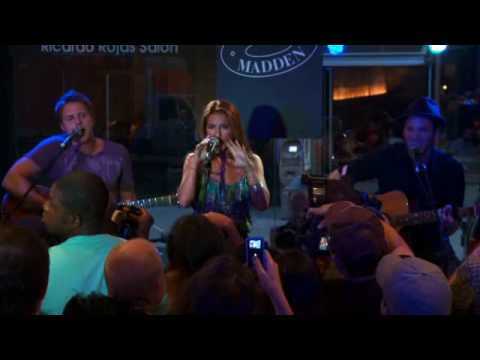 "Jessie James -""I Look So Good Without You"" LIVE at Steve Madden"