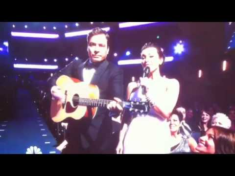 Kim Kardashian Sings At The Emmys - GoingWithEddie.com