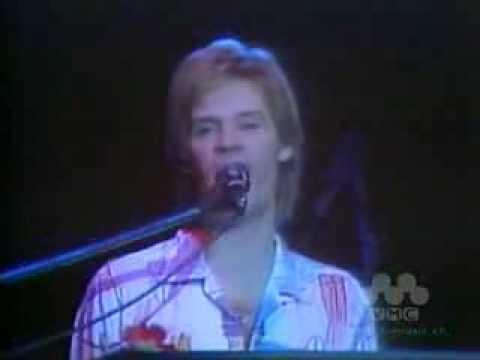 Daryl Hall And John Oates - Kiss On My List (1980)