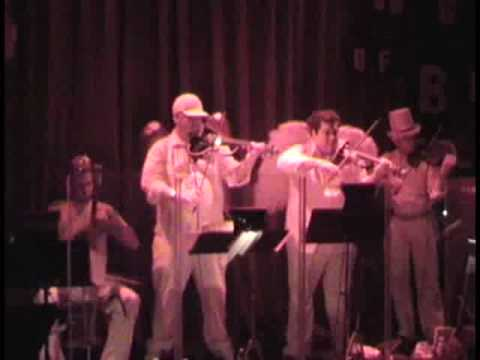 Johnny Vatos Halloween Oingo Boingo Show (Little Girls Live 2007)