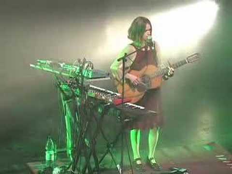 Juana Molina - El Perro (en vivo Santiago de Chile, sept 07)