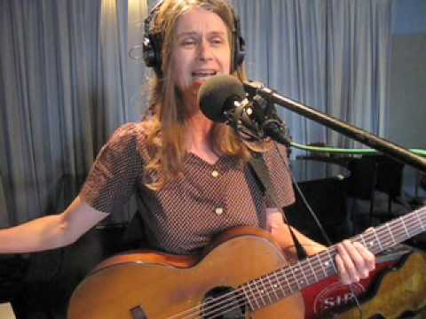 Juana Molina Performs on Soundcheck