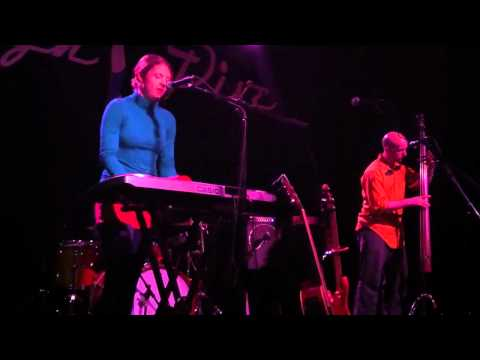 Julia Massey and the Five Finger Discount: `Bottom Of The Ocean` at the High Dive