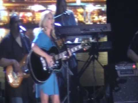 "Lee Ann Womack CMA Music Fest 2009 ""Last call"""