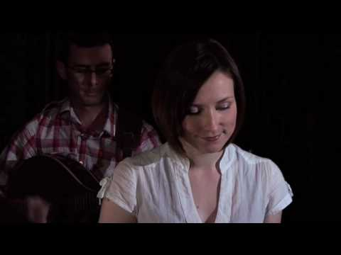 Julie Fowlis - Biodh An Deoch Seo `n Laimh Mo Ruin (backstage at the Union Chapel)