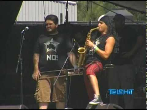 TIJUANA NO & JULIETA VENEGAS - POBRE DE TI @ VIVE LATINO 2010