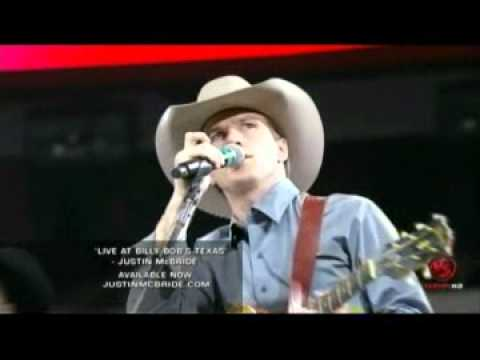 Justin McBride sings at the 2010 PBR World Finals