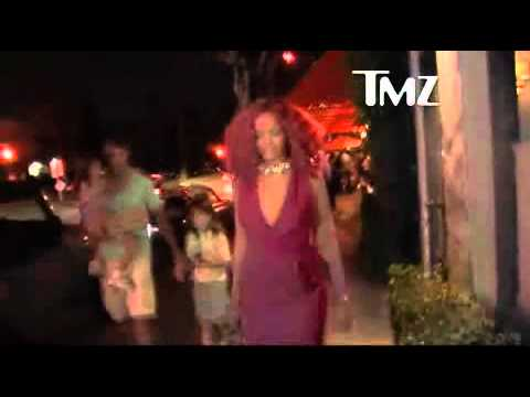 @KathyGriffin bumps into @Rihanna after American Idol