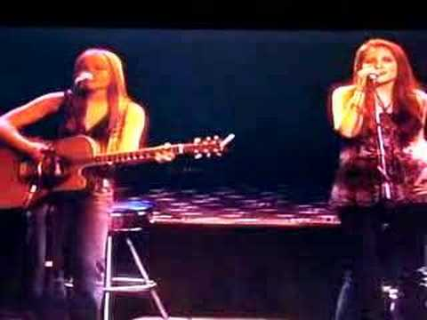 "Katie Armiger and Ashlee Hewitt singing ""Leave The Pieces"""