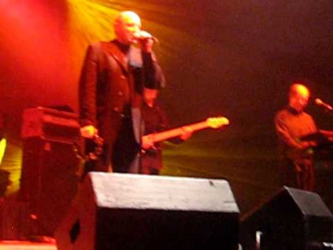 "Kenny Shields and Streetheart""s (Teennage Rage (LIVE) at Winnipegs 2008 Brier"