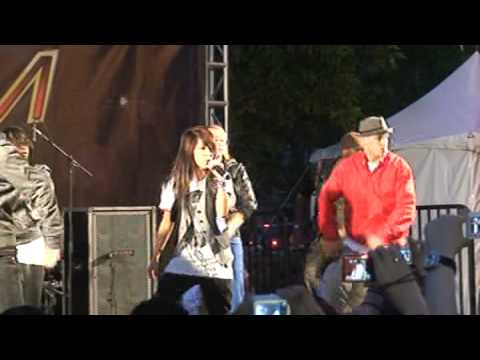 Boa - Eat You Up + Talking - Jingle Ball Village 12-06-2008