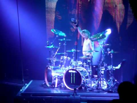 Scorpions Live 2010 - James Kottak drum solo attack, Frankfurt Germany.MOV