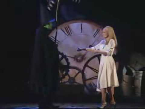 Wicked the Musical - Defying Gravity (Idina Menzel & Kristin Chenoweth)