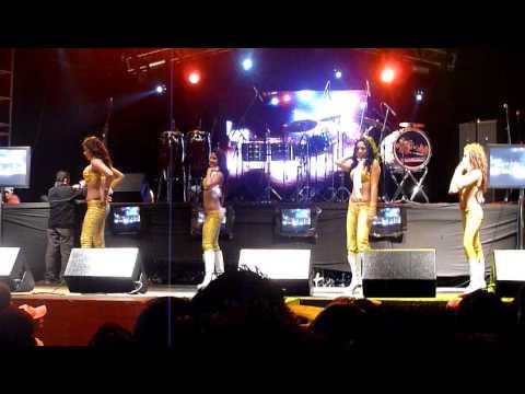 chicas sol (bailando Loca, Danza Kuduro)(feria chiapas 2010)14-12-2010
