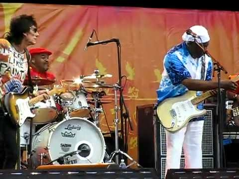Buddy Guy Ron Wood with Johnny Lang and friends @ Eric Clapton`s Crossroads Guitar Festival 2010.flv