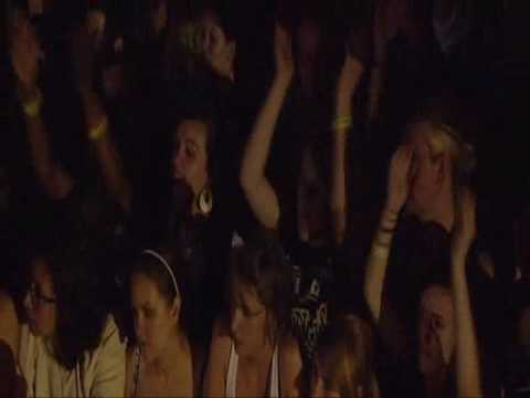 KINGS OF LEON BLACK THUMBNAIL LIVE o2 London