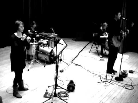 Invincible (Les pieds s`ent�tent en concert 14/11/2010)