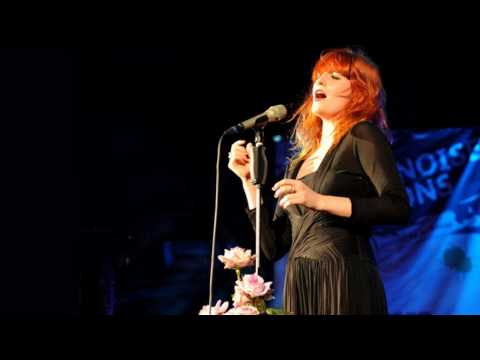 Florence + The Machine - Blinding (Little Noise Sessions)