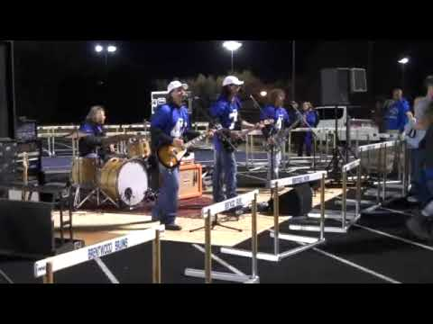 "Little Texas plays ""You gotta kick a little"""