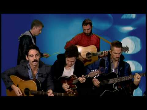 Exclusive! Local Natives go acoustic for ITN with Airplanes