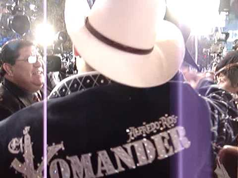 Rogelio Martinez y El Komander, Cotorreando en Los Premios de La Radio.MPG