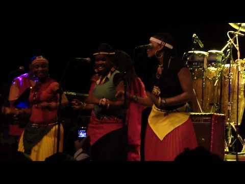 Lucky Dube Celebration Tour 2010 - It`s not easy (LIVE PAARD - DEN HAAG)