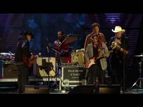 Willie Nelson & Lukas Nelson - Texas Flood (Live at Farm Aid 25)
