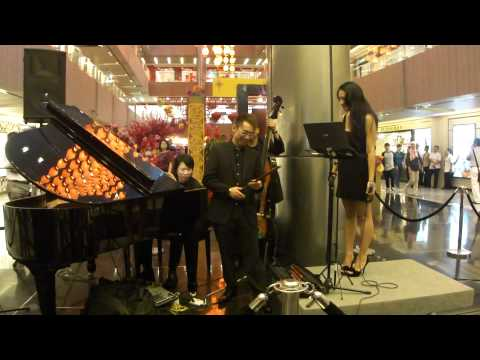 Beverly at Paragon (13 Jan 11) - ??bai nian (Chinese Lunar New Year song) (HD)