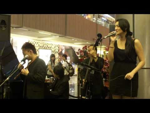 Beverly at Paragon (31 Jan 11) - ??! ??! (Chinese Lunar New Year song ) (HD)