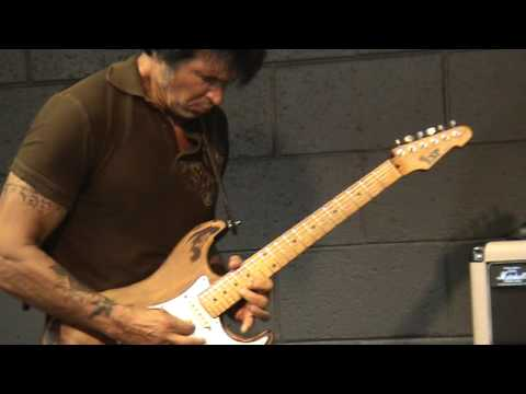 George Lynch Shredding!